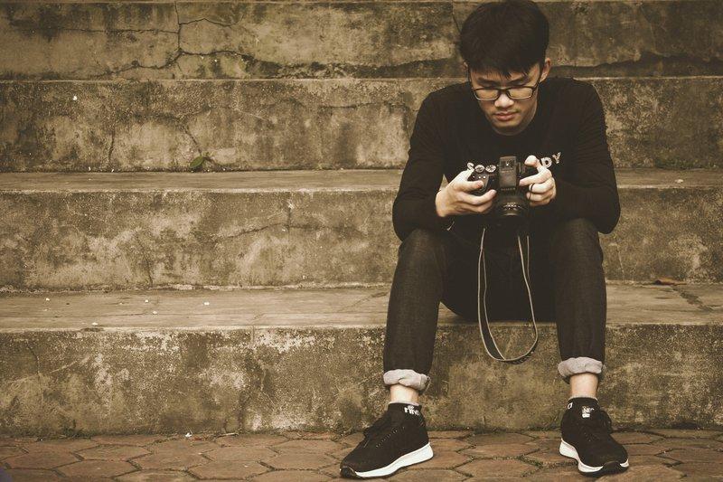 boy-camera-dslr-818556.jpg