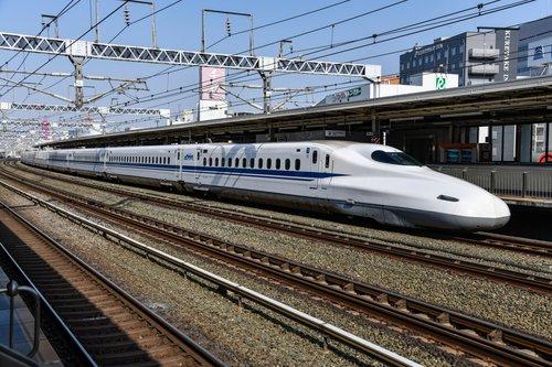 bullet-train-high-speed-locomotive-2169286.jpg